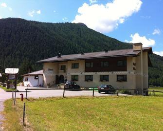 Hotel Pizzeria Selva - Zernez - Building
