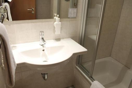 Hotel Gasthof zur Post - Munich - Phòng tắm