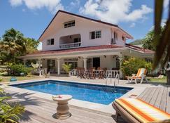 Villa Confort - Grand'Anse Praslin - Pileta