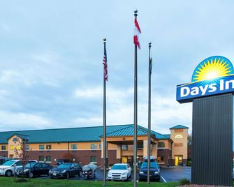 Days Inn by Wyndham Brewerton/ Syracuse near Oneida Lake - Brewerton - Building