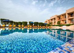 Marina Hotel Kuwait - Salmiya - Бассейн