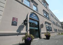 Premiere Suites - St. John's Signal Hill - St. John's - Building