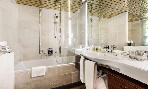 Living Hotel De Medici By Derag - Düsseldorf - Bathroom