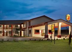 Super 8 Corsicana - Corsicana - Building