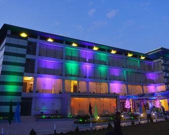 Brisa Marina Cbc Resort - Čattagrám - Building