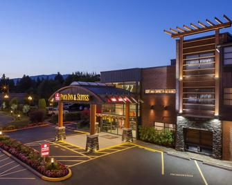 Poco Inn and Suites Hotel & Conference Centre - Port Coquitlam - Building