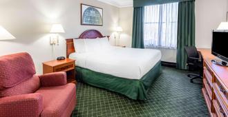 La Quinta Inn & Suites by Wyndham Madison American Center - Madison