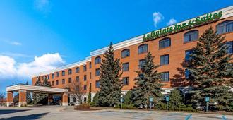 La Quinta Inn & Suites by Wyndham Madison American Center - מדיסון