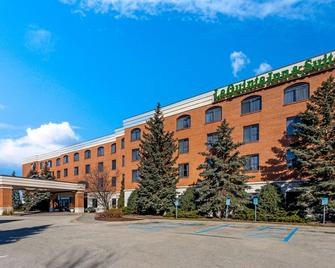 La Quinta Inn & Suites by Wyndham Madison American Center - Madison - Building