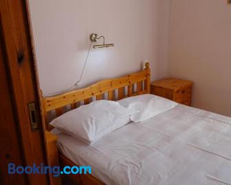 Akrotainaritis Apartments - Gerolimenas - Bedroom