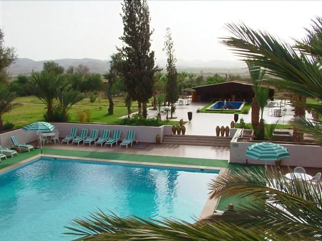 雷紮特酒店 - 歐瓦爾札札特 - 瓦爾扎扎特 - 游泳池