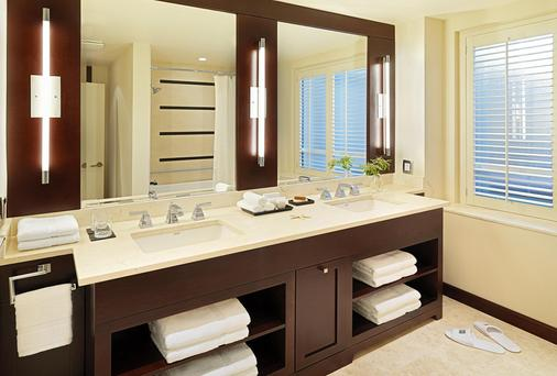 The St. Regis Hotel - Vancouver - Bathroom
