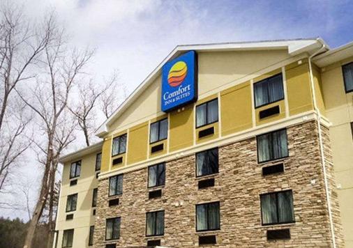 Comfort Inn & Suites - Brattleboro - Building