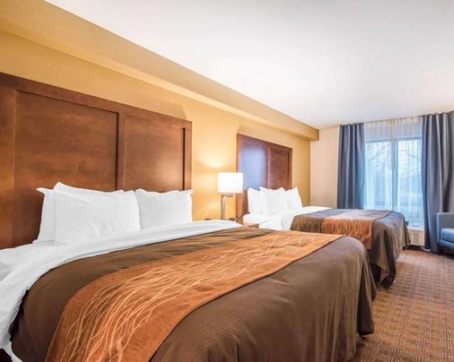 Comfort Inn & Suites - Brattleboro - Bedroom