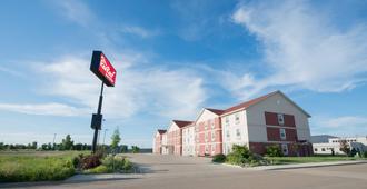 Red Roof Inn & Suites Dickinson - Dickinson