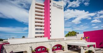 Gamma de Fiesta Inn Mérida El Castellano - Mérida - Bygning