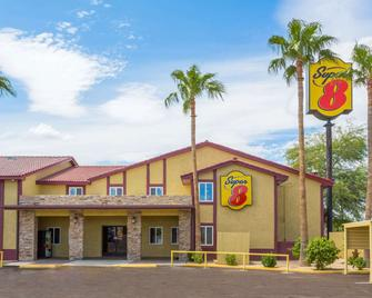 Super 8 by Wyndham Goodyear/Phoenix Area - Goodyear - Gebäude