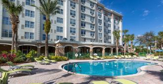 Holiday Inn Express & Suites S Lake Buena Vista - קיסימי - בריכה