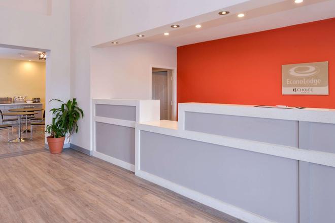 Econo Lodge & Suites Port Arthur - Port Arthur - Front desk