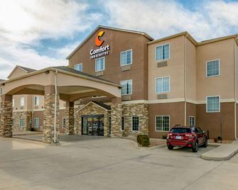 Comfort Inn and Suites near Bethel College - Newton - Building