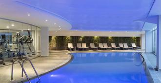 Ramada Hotel & Suites by Wyndham Kemalpasa Izmir - Izmir - Pool