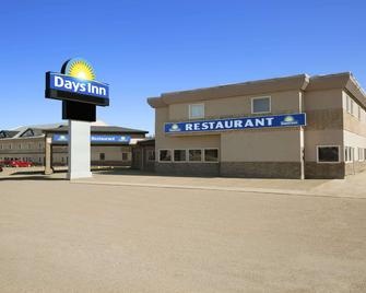Days Inn by Wyndham High Level - High Level - Building