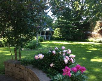Edwardian House Bed And Breakfast - Picton - Outdoors view