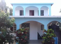 The Tomlinson's House - Duncans - בניין