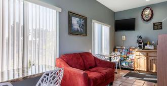Rodeway Inn Carson - Los Angeles South - Carson - Wohnzimmer
