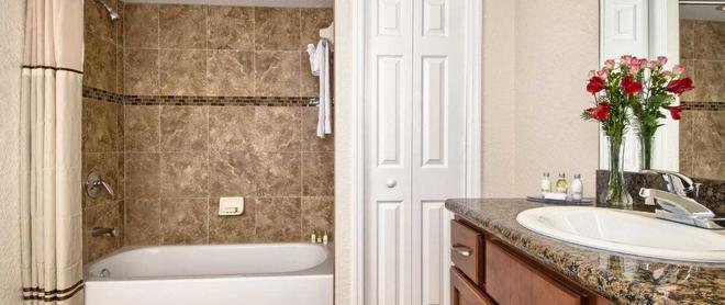 Coconut Cove All-Suite Hotel - Clearwater Beach - Μπάνιο