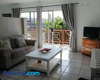 Beachfront Cabanas - Amanzimtoti - Living room