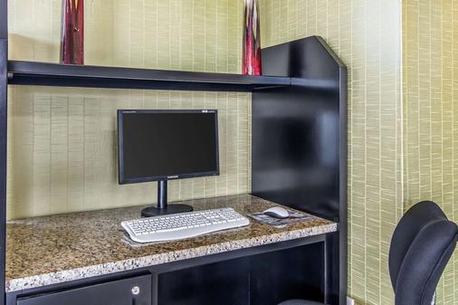 Quality Inn Hinesville - Fort Stewart Area - Hinesville - Liikekeskus