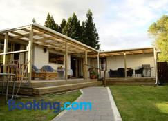 Tony's Lodge - Turangi - Building