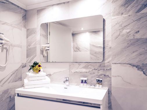 Mercure Bucharest Unirii - Bucharest - Bathroom