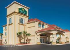 La Quinta Inn & Suites by Wyndham Kingsland/Kings Bay - Kingsland - Building