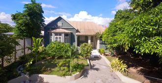 Central Retreat by Bohemian Lodges - Kingston