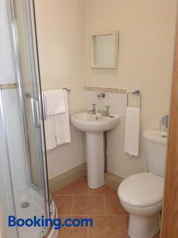 The Cross Keys Inn - Somerton - Bathroom