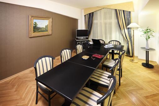 Hotel Elysee - Prague - Dining room
