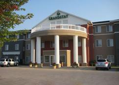 GrandStay Hotel and Suites Ames - Ames - Gebäude