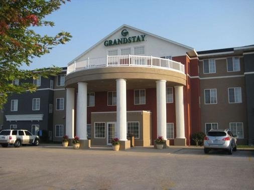 GrandStay Hotel and Suites Ames - Ames - Κτίριο