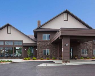 GrandStay Hotel & Suites Luverne - Luverne - Building