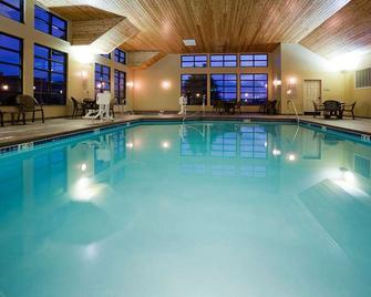 GrandStay Hotel & Suites Luverne - Luverne - Pool