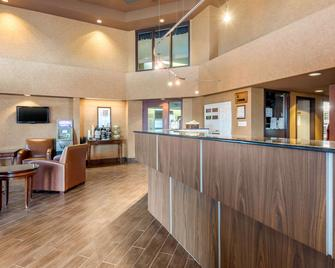 Quality Suites Whitby - Whitby - Lobby