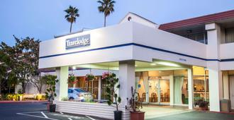 Travelodge by Wyndham Monterey Bay - Monterrey - Edificio