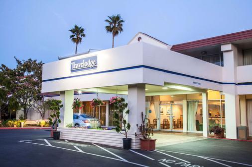 Travelodge by Wyndham Monterey Bay - Monterey - Building