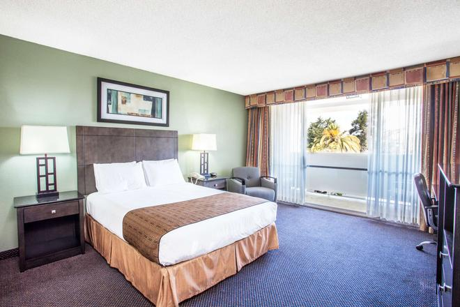 Travelodge by Wyndham Monterey Bay - Monterey - Bedroom