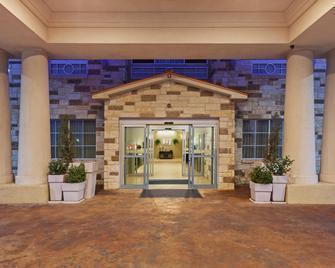 Holiday Inn Express & Suites Brady - Brady - Будівля