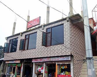 Oyo 14958 Hotel Purnima - Chail - Gebäude