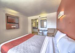 Motel 6 San Antonio - Fiesta - San Antonio - Bedroom