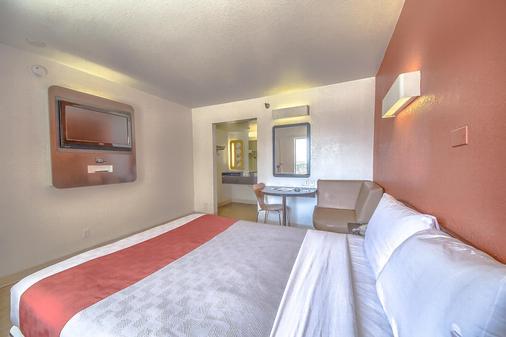 Motel 6 San Antonio - Fiesta - San Antonio - Phòng ngủ
